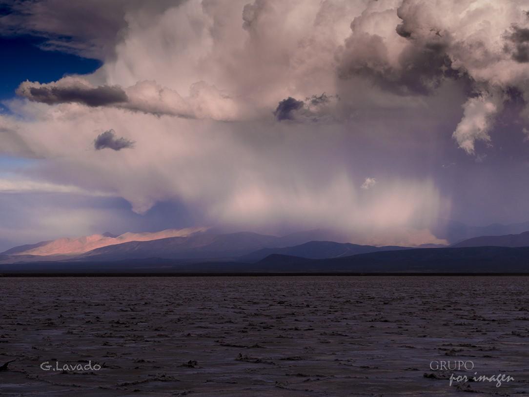 Lluvia en las Salinas / Graciela Lavado