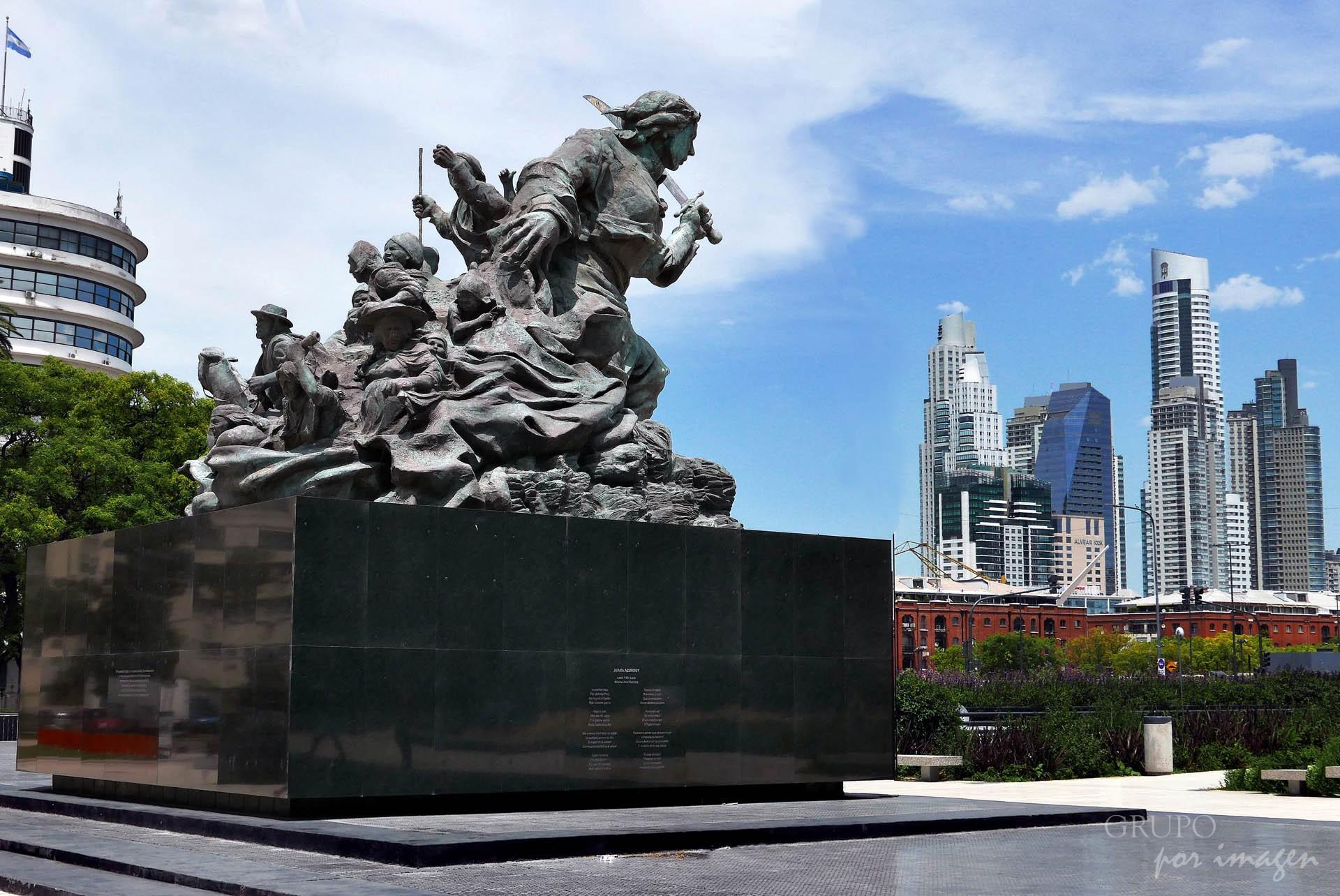 Monumento a Juana Azurduy EB / Efraín David